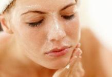 Cara Menghilangkan Minyak Berlebihan di Wajah
