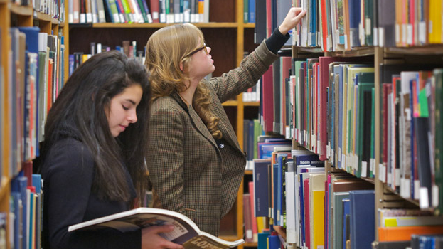 Manfaat Membeli Buku