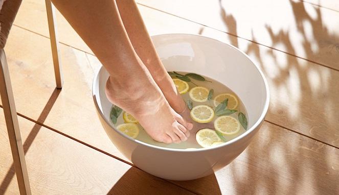 Rendam kaki Dengan Air Hangat