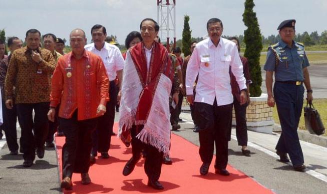 Bupati Tapanulis Utara Nikson Nababan Bersama Presiden Jokowi