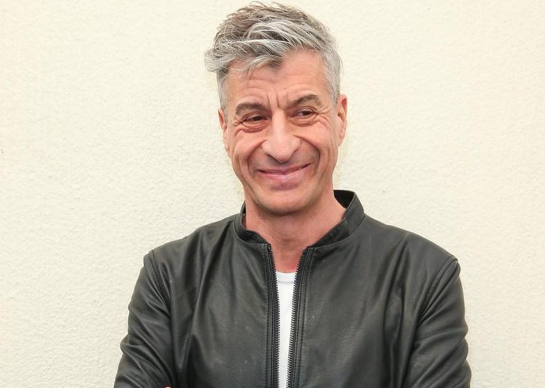 Maurizio Cattelan Seniman Pembuat Jamban Emas