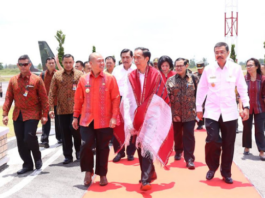 Presiden Joko Widodo bersama Bupati Tapanuli utara