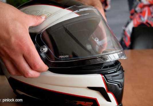 Trik Cermat Membersihkan Helm Full Face