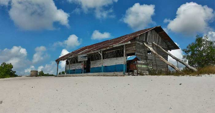 Sekolah Laskar Pelangi Belitung