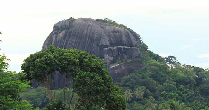 Wisata Batu Baginda Belitung