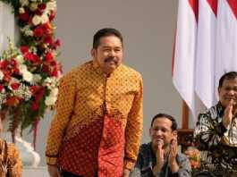 Profil ST Burhanuddin